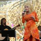 "Dolly Parton Extends her 2016 ""Pure & Simple"" Tour Dates"