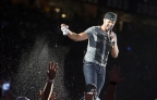 "Luke Bryan Extends ""Kill the Lights Tour"" into 2017 with Brett Eldredge"