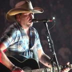 """Jason Aldean Announces Massive 2017 """"They Don't Know Tour"""" – Tickets and Promo Code"""